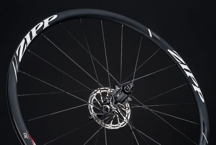 Zipp 30 Course pneu