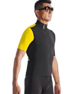 Le maillot Assos SS.campionissimoJersey_evo7 est sans doute le plus polyvalent de la gamme Helvétique.