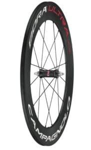 Rigidité, aérodynamisme et faible inertie sont les qualités de cette roue spécifique à la piste.