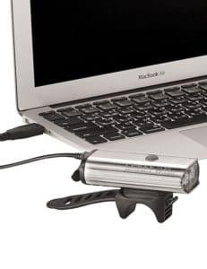 Le Lezyne Power Drive 1100 XL peut se recharger via un ordinateur.