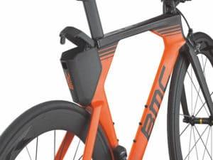 Le compartiment arrière peut accueillir le ravitaillement ou un nécessaire de réparation.