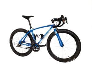 Avec la monte des Zipp 404 NSW notre vélo est opérationnel pour la vitesse et la performance.