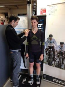 La prise de mesure est la base de l'étude posturale vélo Shimano Bikefitting.