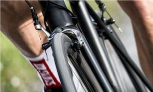Du dynamisme dans le coup de pédale et de la tonicité sont parfait pour exploiter les roues DT Swiss.