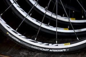Le Michelin Power Endurance fait gripper les performances d'un niveau par rapport au Pro4 Endurance.