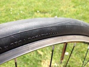 Le sens de rotation est primordial pour apprécier les qualité de ce pneumatique.