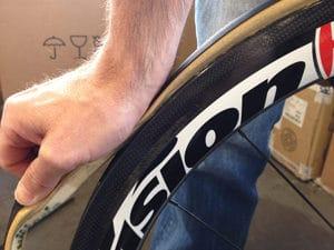 Pour une mise en place correcte, il faut étirer le boyau dès le départ de sa mise en place.