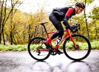 Le BMC Teammachine SLR01 2018 se veut encore plus performant, rigide et confortable.