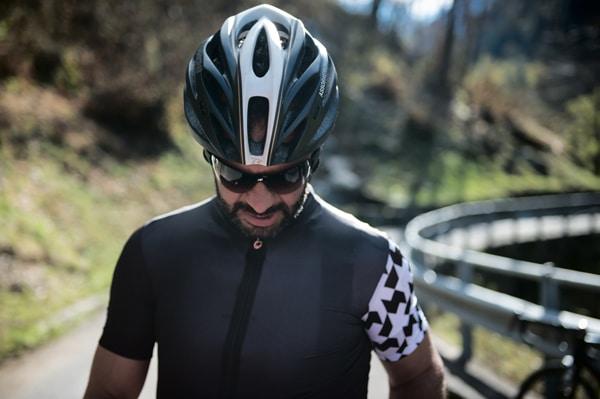 Le maillot Assos SS equipeJersey evo8 est la solution pour rouler sous la chaleur dans le meilleur confort.