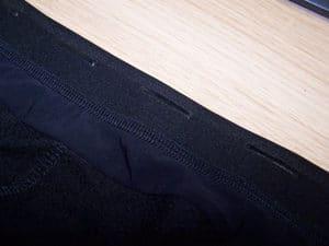 Les petites bandes silicones aident au maintien du maillot lors d'efforts intenses.