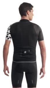 Les 4 poches ainsi que le tissu 3D sont l'association parfaite pour transporter votre ravitaillement.