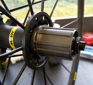 Avec la cale d'adaptation on peut également monter la cassette Edco Monoblock 11v sur une corps de roue libre 11v.
