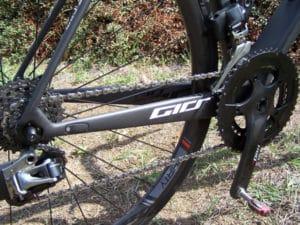 La partie arrière du vélo transmet parfaitement la puissance et filtre également les aspérités de la route.
