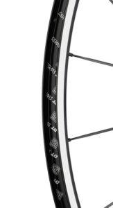 Il est également possible de rouler en Tubeless avec les roues vélo route Dt Swiss P 1800 Spline 23.