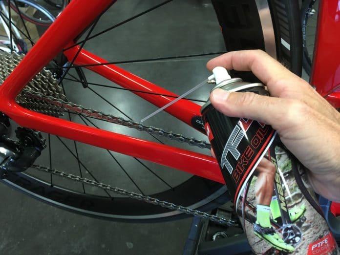 Les 5 meilleurs lubrifiants vélo permettent d'avoir une chaine propre et performante comme un pro !
