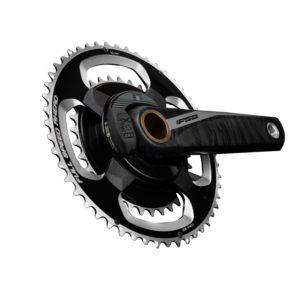 Le capteur de puissance vélo FSA Powerbox carbone est très léger pour 585g.