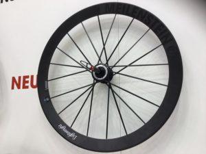 Dans les 5 meilleures roues vélo route pour rouler en hiver on n'inclue pas volontairement des roues comme les Lighweight. Ces roues exceptionnelles s'abimeront très vite sous l'effet de la pluie, du sel et des mauvaises conditions climatiques.