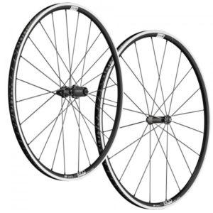 Les roues vélo route DT Swiss on été étudiées pour rouler tous les jours. Pour les accrocs du vélo.