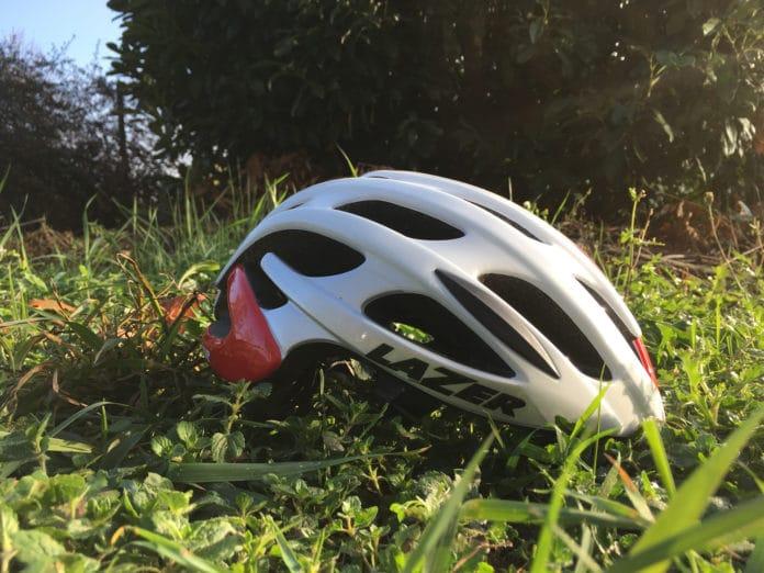 Le casque vélo route Lazer Blade est technique, polyvalent et abordable. Un excellent choix.