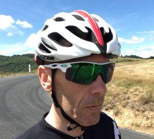 La forme compacte du casque vélo Lazer Blade s'adapte parfaitement sur un visage fin.
