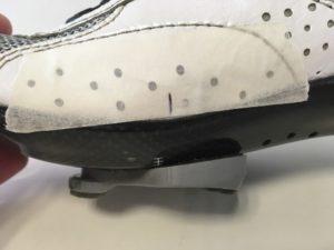 Le repère de la cale permet d'obtenir un réglage correct.