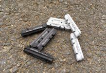 Les patins de frein DarkPads sont compatibles tous supports. Une version carbone et aluminium.