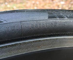 Le bon sens de montage est important pour exploiter le pneu à 100%.