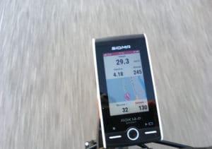 Le guidage est précis et rapide sur le GPS Sigma Rox 12.