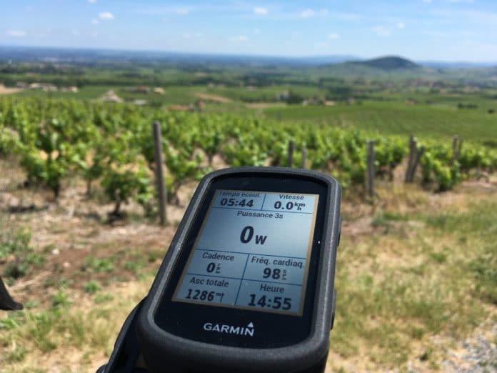 Le compteur vélo GPS Garmin Edge 530 est complet.