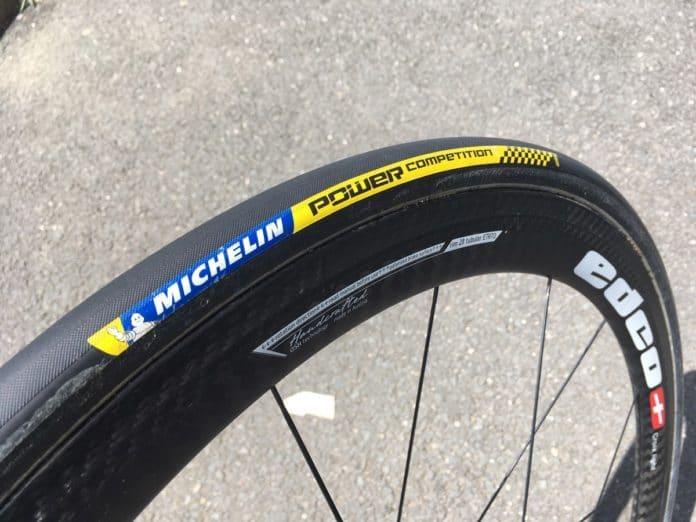 Le boyau Michelin Power Compétition offre un grip performant.