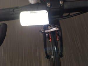 L'éclairage avant vélo Knog Cobber est vraiment puissant. C'est appréciable.