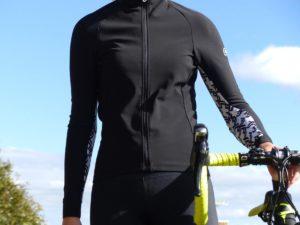 Le maillot vélo femme Assos Uma Gt Spring Fall est parfait en mi-saison.