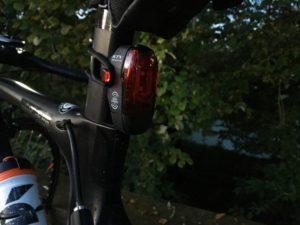 L'éclairage Lezyne KTV Pro Smart arrière est assez puissant pour vous rendre visible.