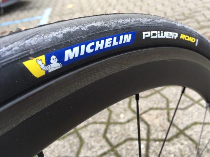 Le pneu vélo Michelin Power Road est performant.