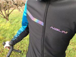 La face avant de la veste Nalini Pro Gara bloque le froid et le vent !