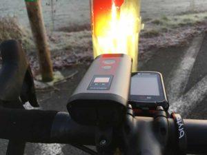 On est en mode économique et c'est suffisant avec l'éclairage vélo Ravemen avant.