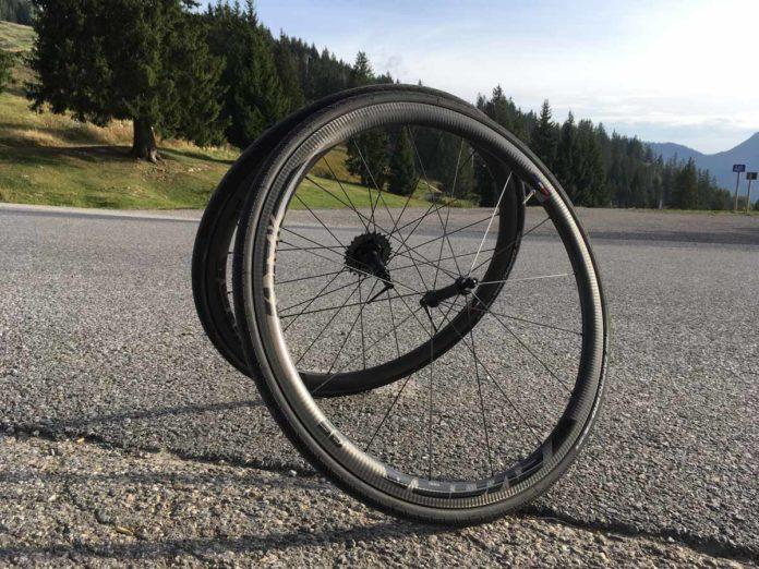 Les roues vélo carbone Makadamm Evora 35 à pneus affichent 1080 grammes !