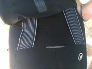 Le cuissard Assos Dyora est technique avec ce système spécifique de bretelles.