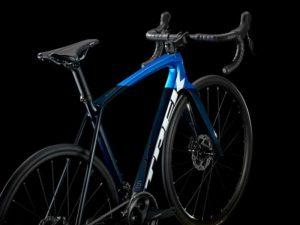 Le vélo route Trek Emonda SL dans ce coloris est tout simplement magnifique.©Trek