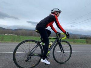 La veste vélo femme Castelli Alpha RoS Light est parfaite dès que le temps est incertain.