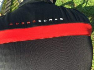 On distingue parfaitement le tissu spécifique sur le dos pour la protection.