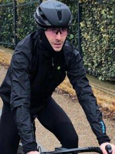 La veste Alé Cycling Klimatik est parfaite contre la pluie ou le froid.