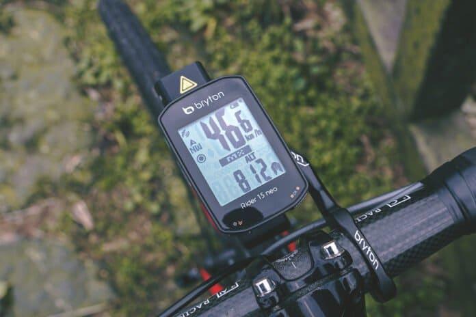Le compteur GPS Bryton Rider 15 NEO est facile à prendre en main.©Bryton