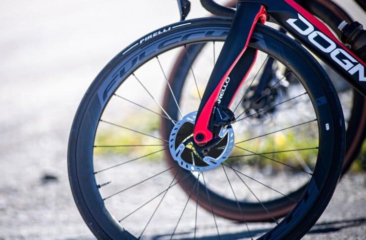 Le pneu Pirelli Pzero race est sportif ©Pirelli