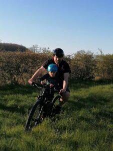 Avec la selle vélo enfant Shotgun l'expérience est immersive.