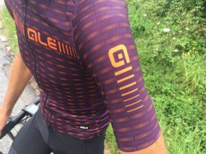 Le maillot Green de chez Alé Cycling s'ajuste parfaitement.