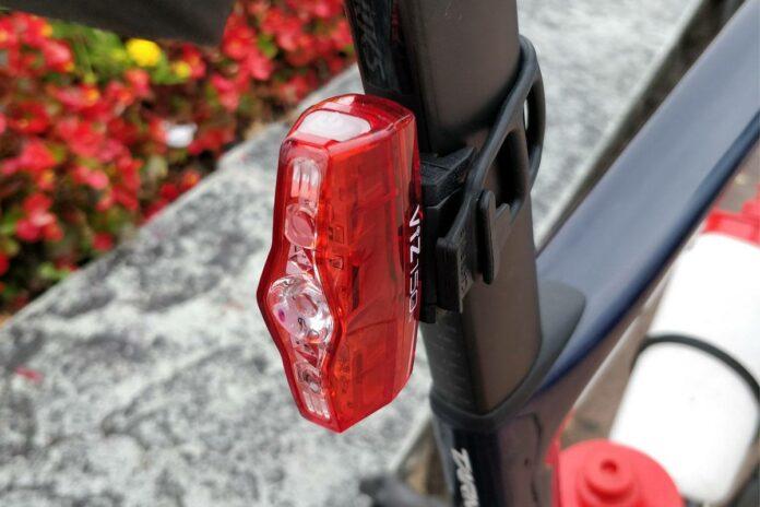 L'éclairage vélo Cateye Viz 150 est compact et puissant.