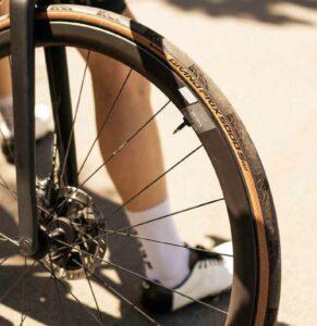 Le Continental GP 5000 S TR va être le pneu référence en Tubeless route !©Continental